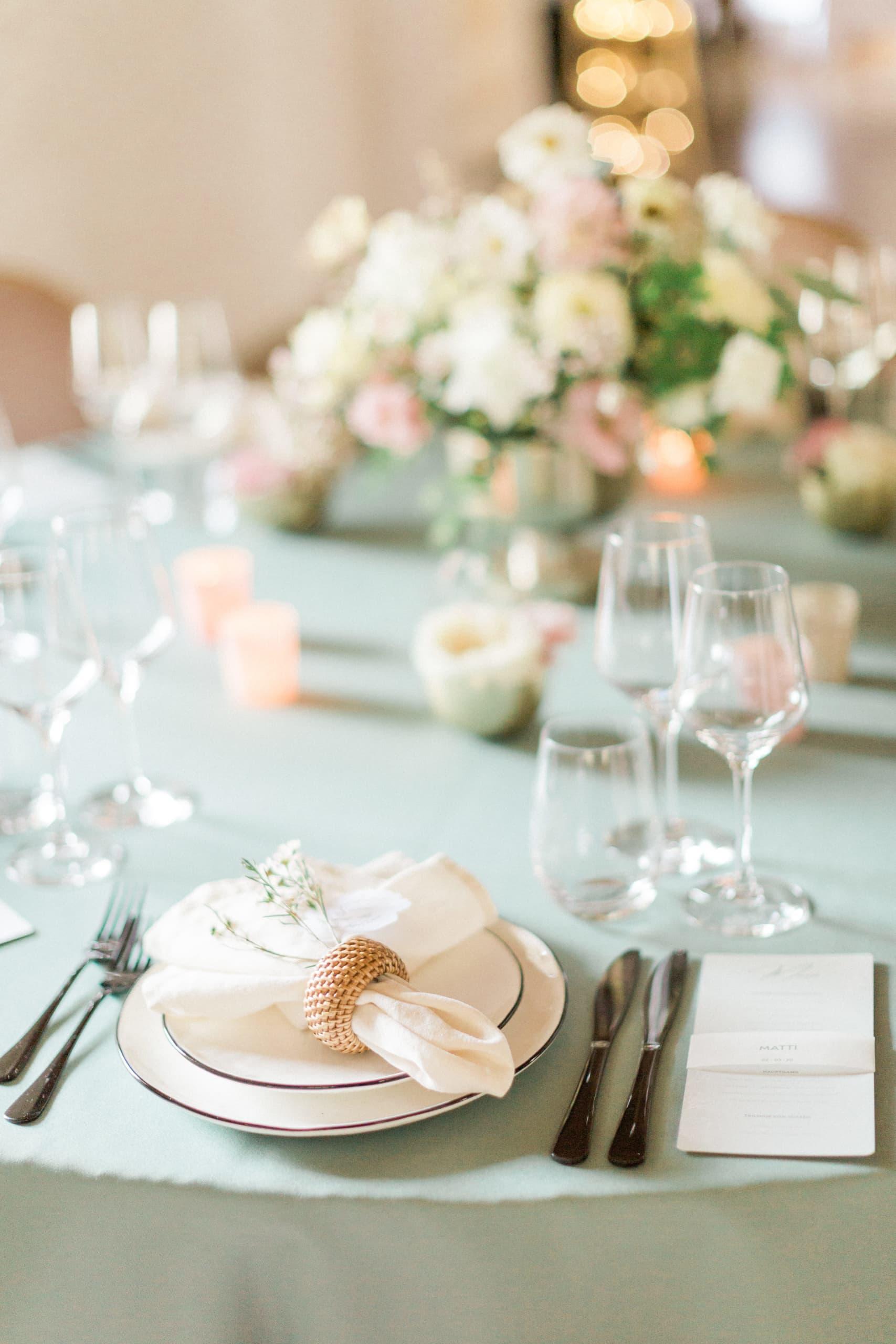 Vier Jahreszeiten Frühlingshochzeit Shooting-Hochzeit-Blush Ondina-Photography-Schloss Ehrenfels