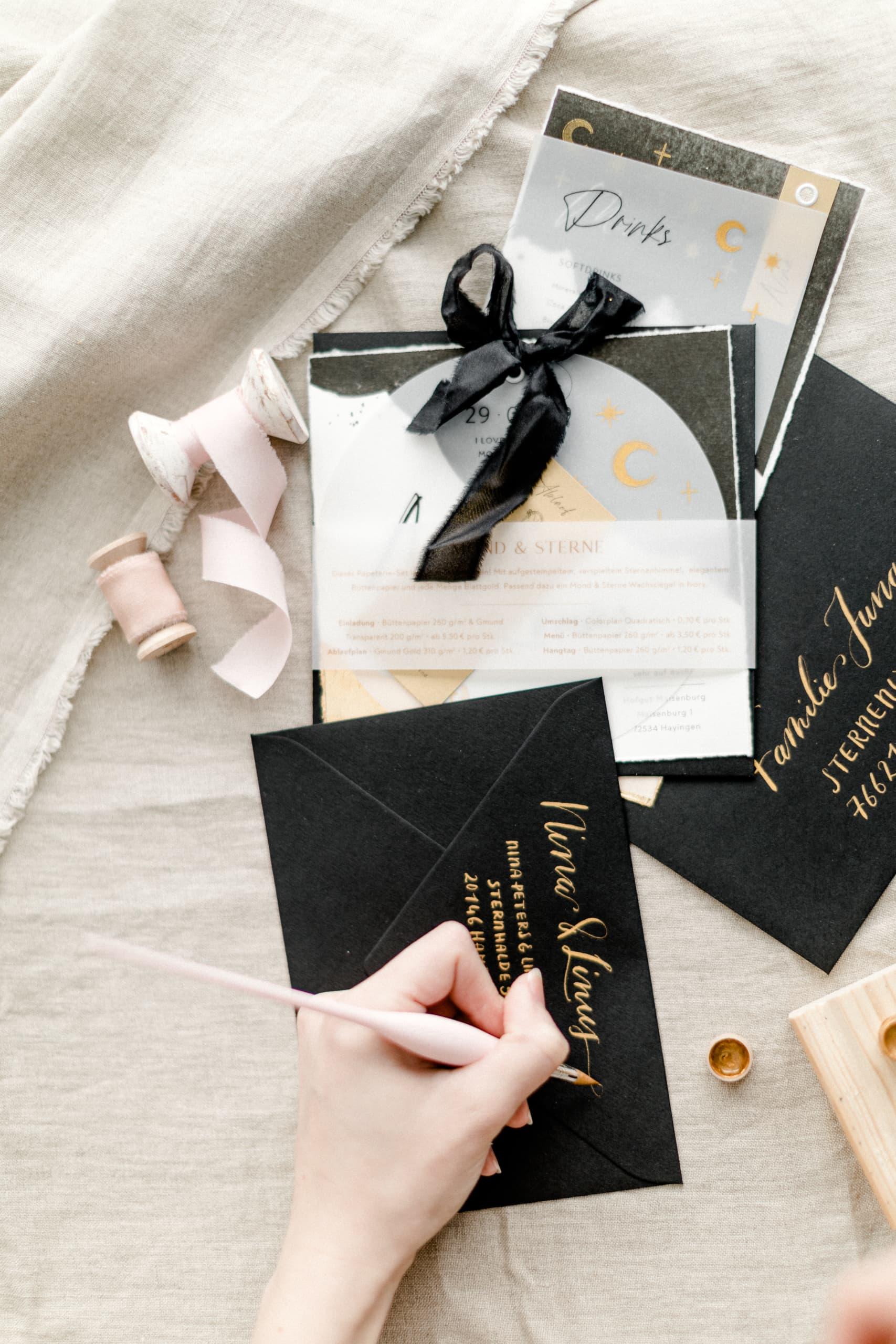Mond & Sterne Hochzeitseinladung schwarz