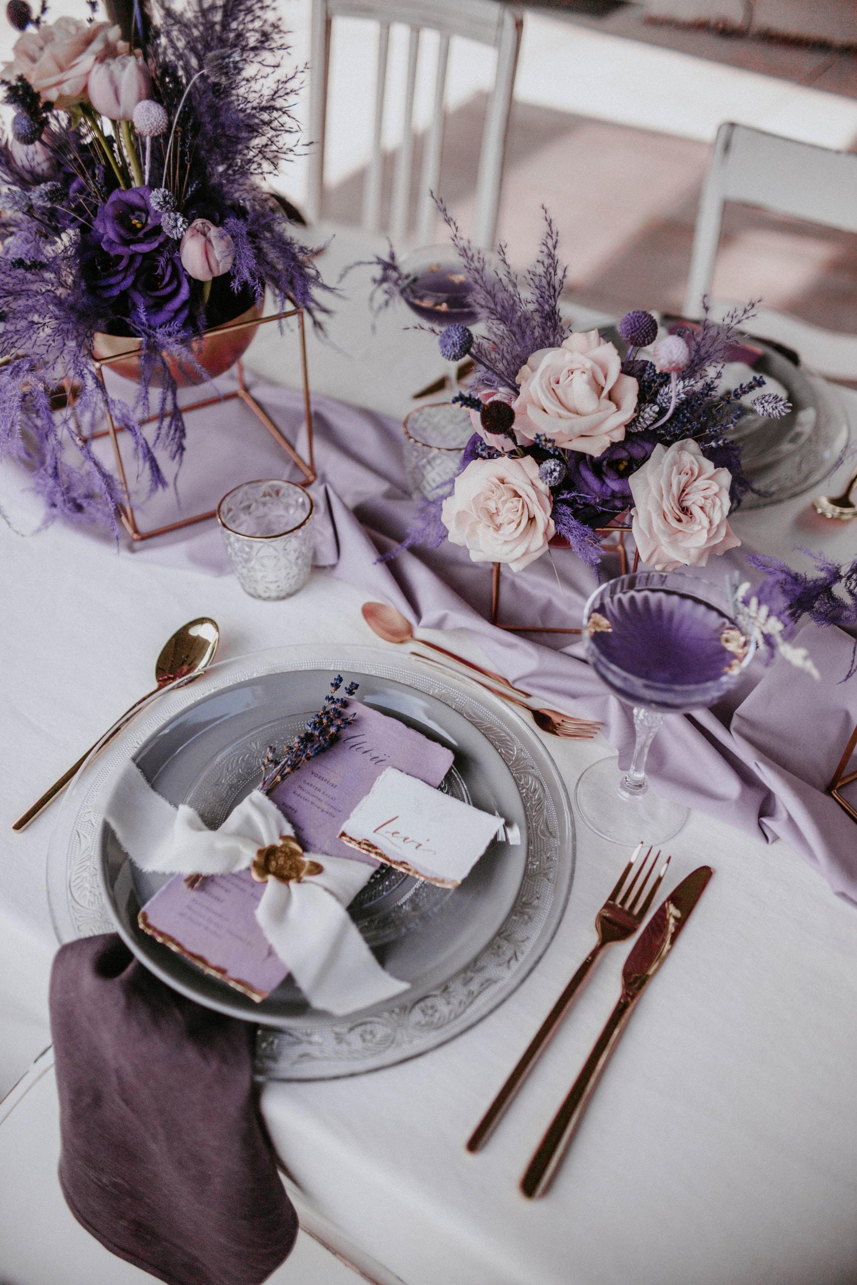 1 Table 3 Concepts Lila Villa Glanzstoff Menükarte VG