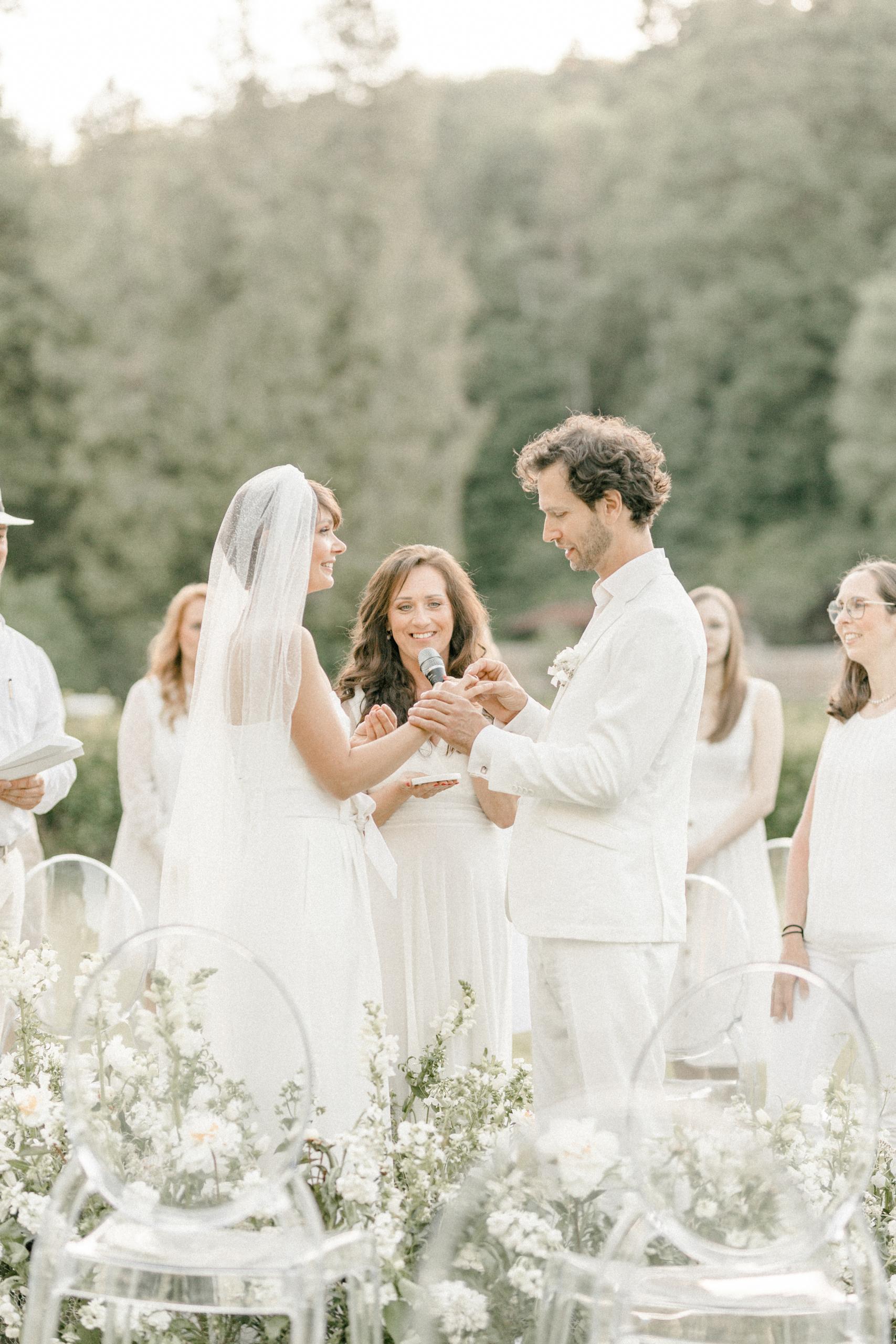 White Wedding Pour l'amour Fine Art Trauung Schnecke