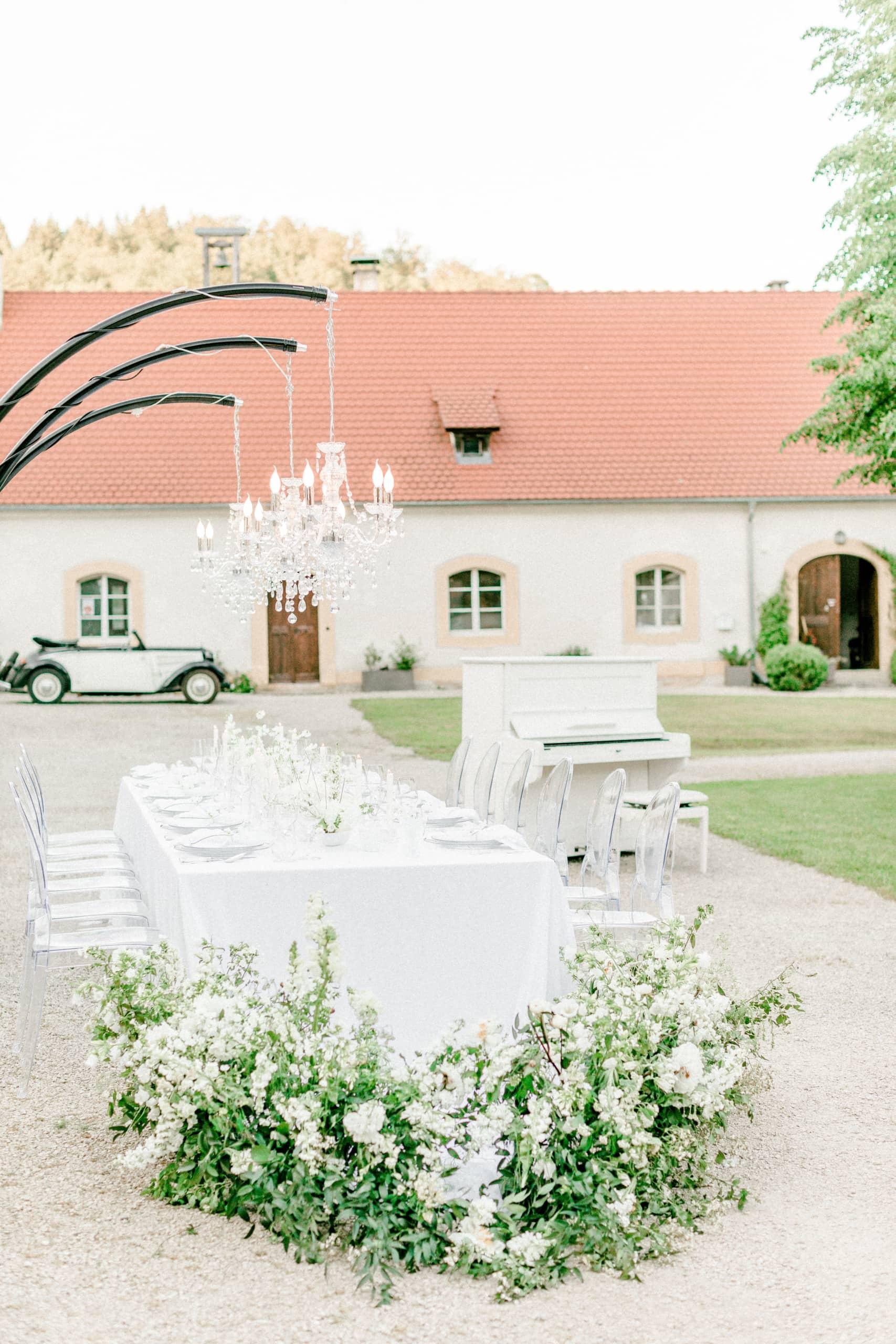 White Wedding Pour l'amour Fine Art Table Setting