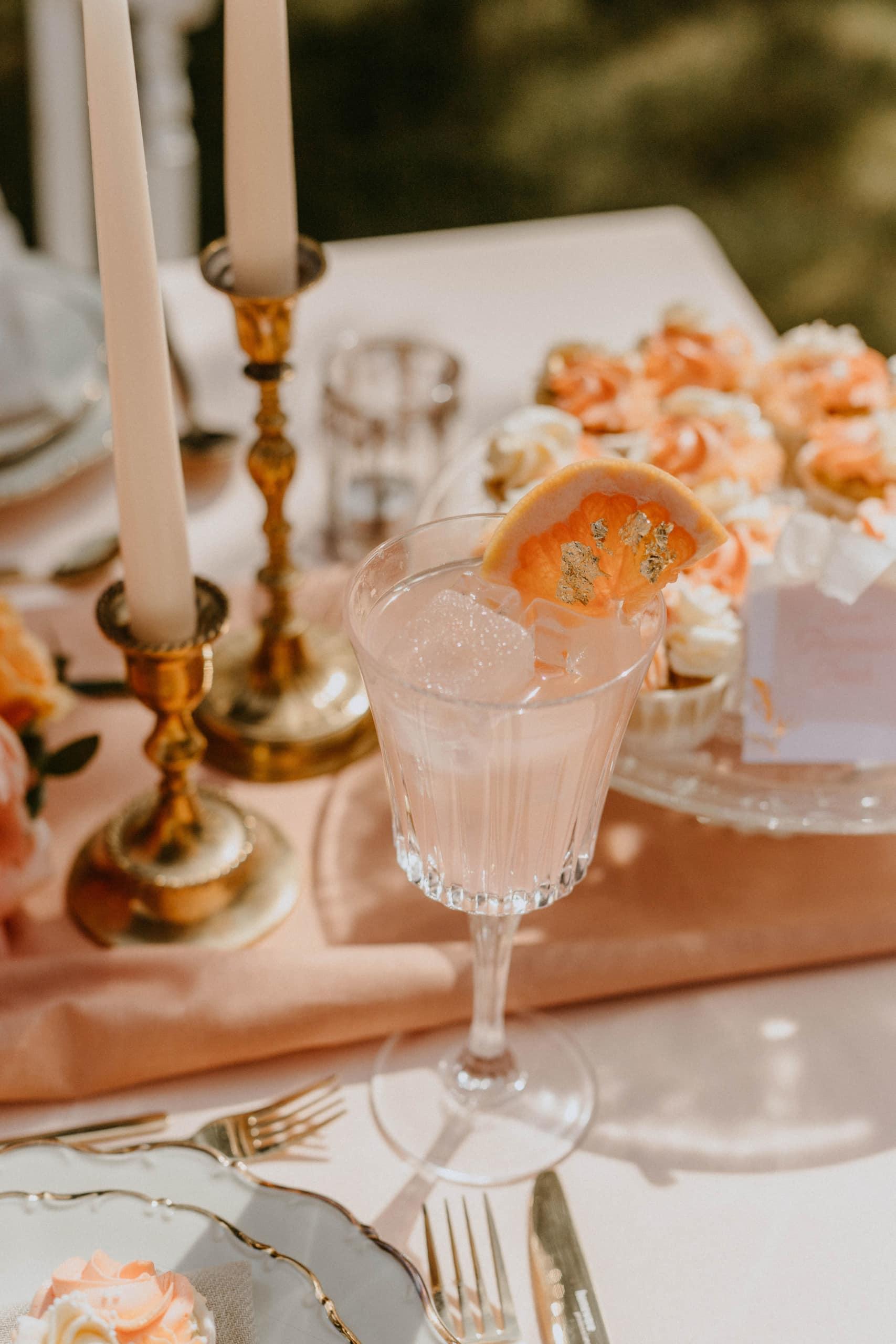 1 Table 3 Concepts Peach Blush Villa Glanzstoff Cocktails VG