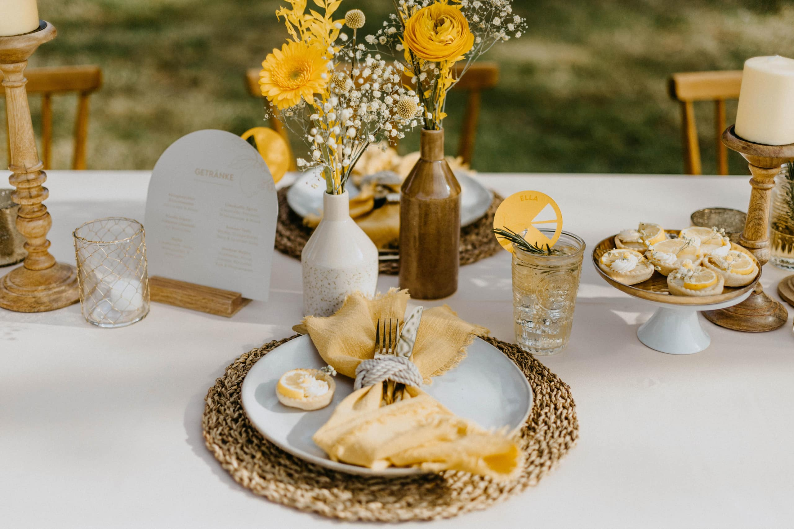 1 Table 3 Concepts Gelb Villa Glanzstoff Table Setting VG
