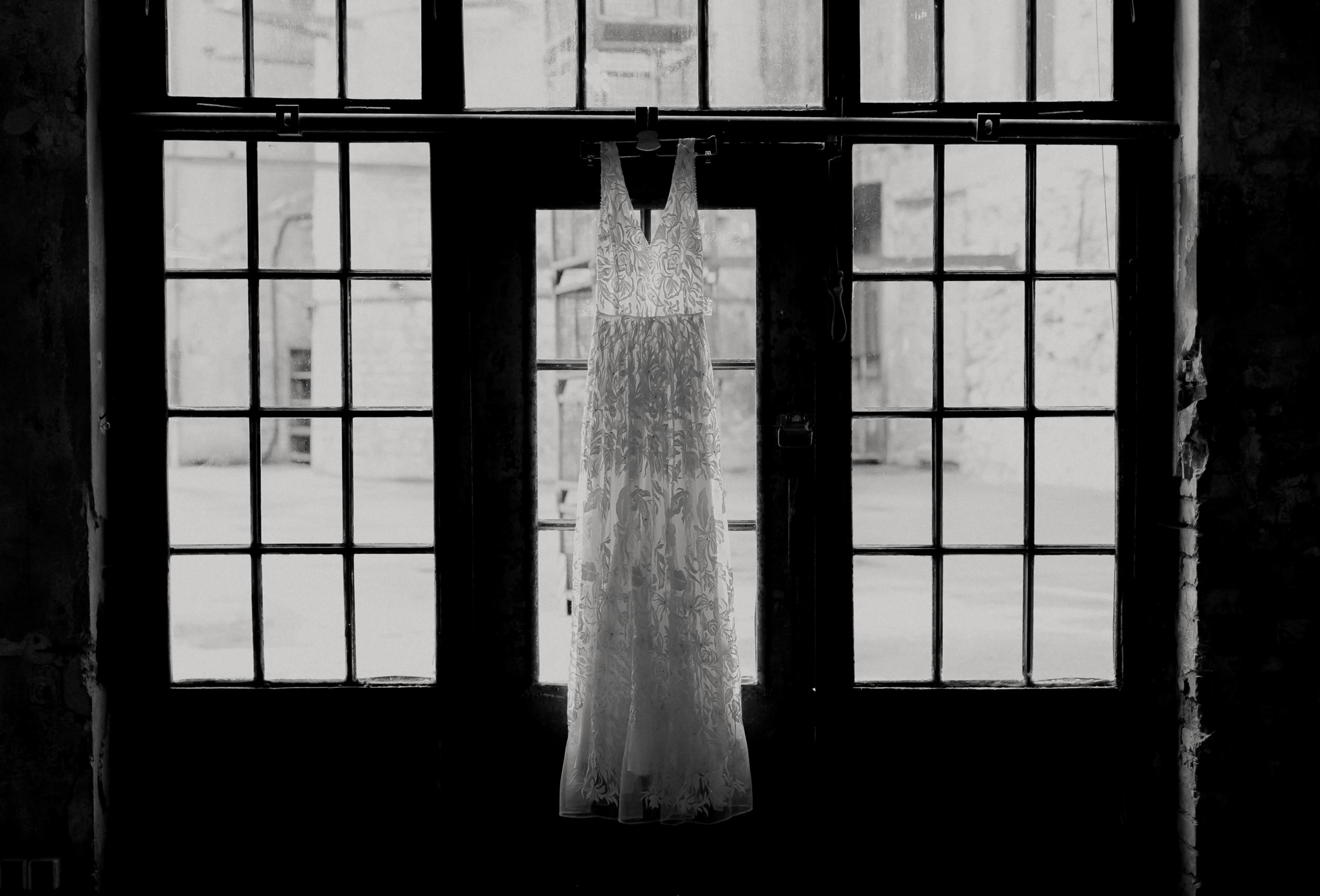 Dark Romance Black & Pink | Rosa & Schwarz Hochzeit industrial Kraftwerk Rottweil Brautkleid EH