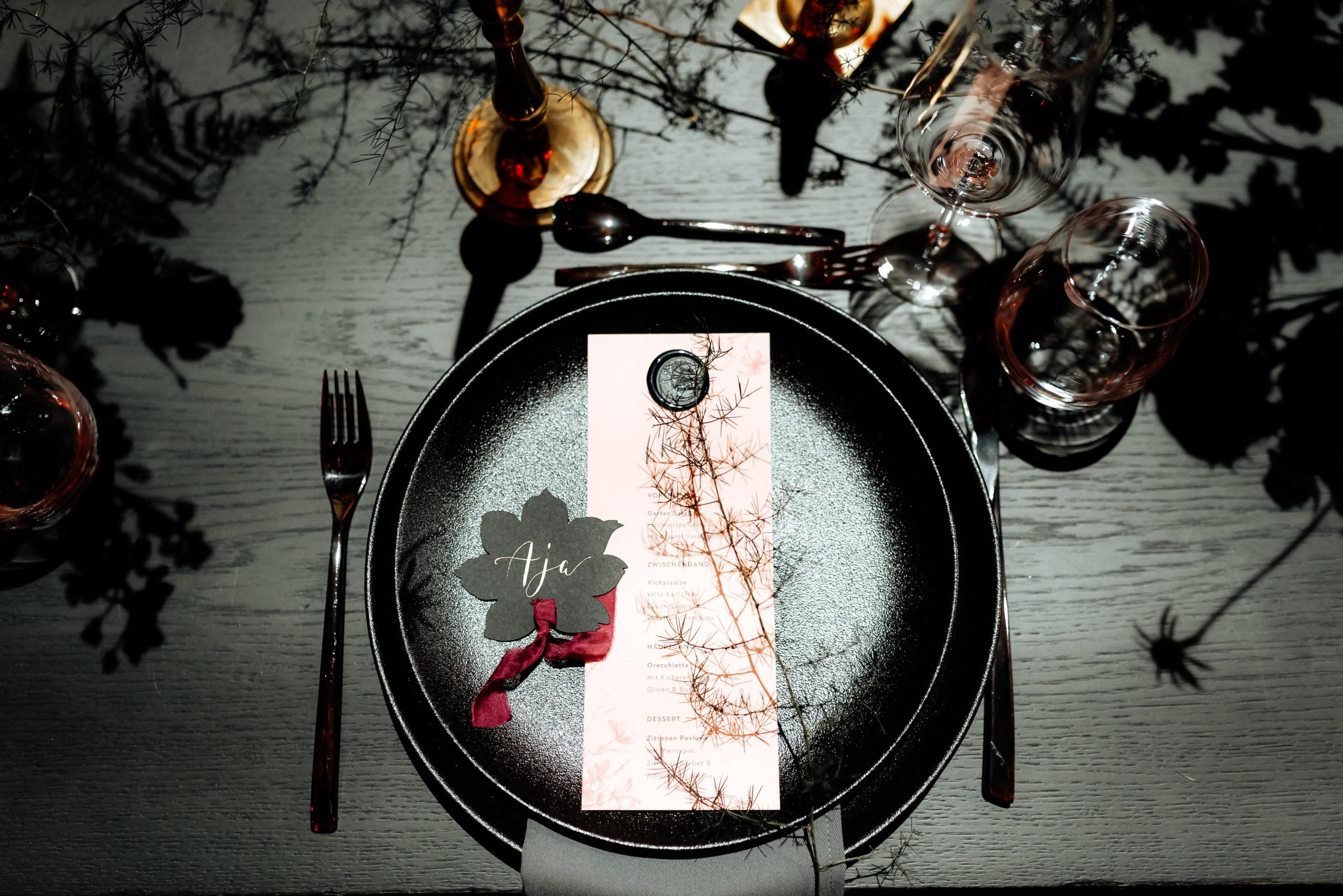 Dark Romance Black & Pink | Rosa & Schwarz Hochzeit industrial Kraftwerk Rottweil Menü Karte